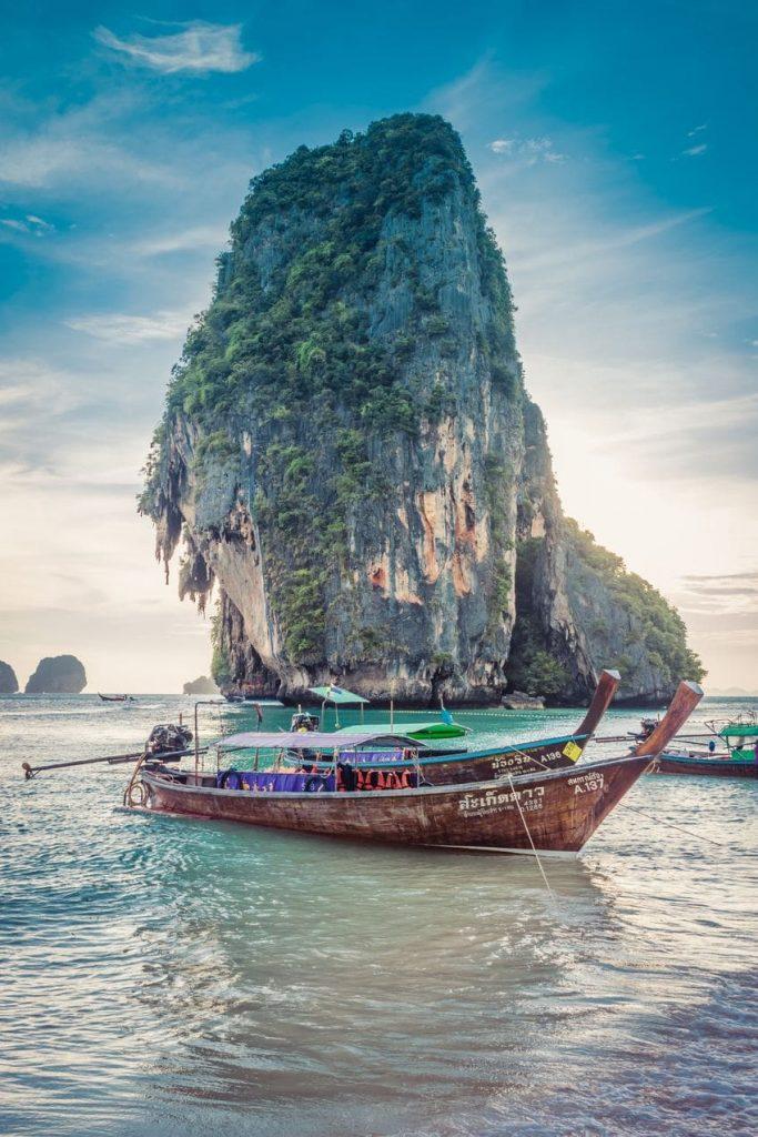 farniente : bateau et paysage Phuket