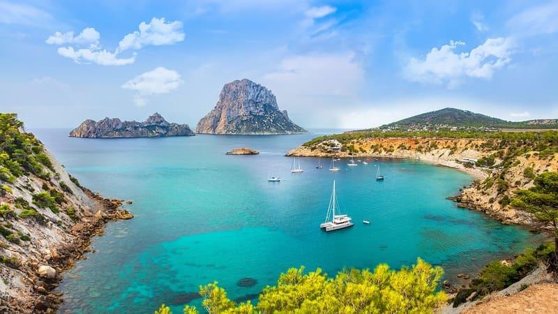 partir en vacances entre amis pas cher - Ibiza plage